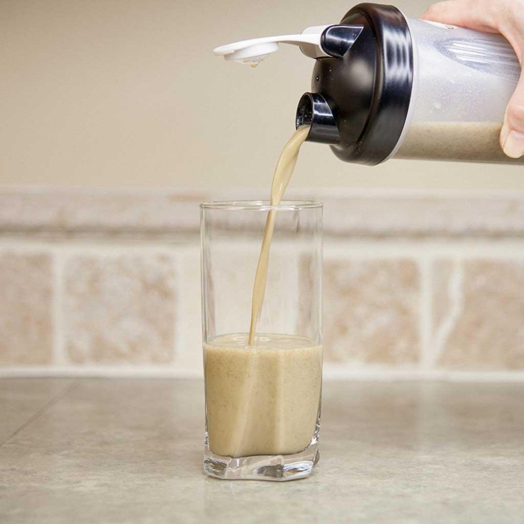 Vanilla-Crik-Protein-Shake-Pour